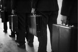 Ambtenaar met koffertje